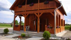Horgásztó faházzal- 2 és 4 fős apartamanok